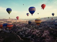 hot air balloons flying over Cappadocia (Kapadokya üzerinde uçan balonlar)