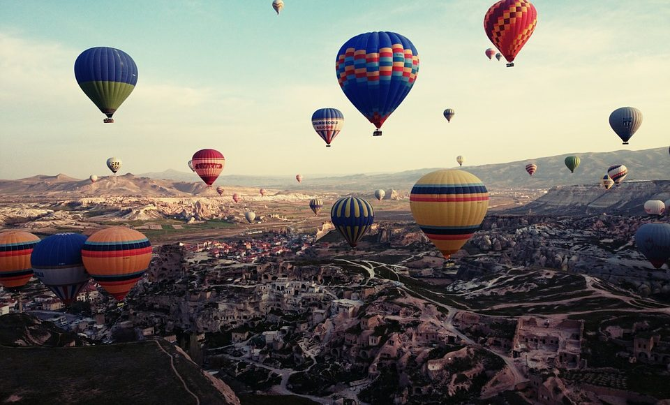 balloons flying over Cappadocia (Kapadokya üzerinde uçan balonlar)