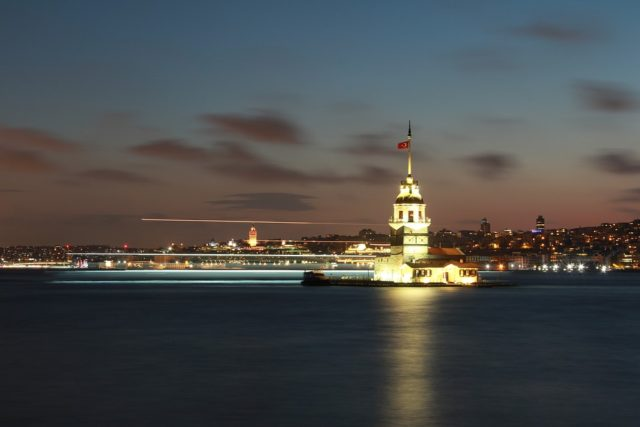 Maiden's Tower at night (gece vakti Kız Kulesi) in Istanbul, Turkey